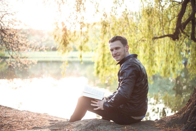 """""""Frühaufstehen. Ankommen. Durchstarten! Wie UNICONSULT mich weiter gebracht hat.""""    -Daniel Behrens, 7. Semester BWL (B.Sc.)"""